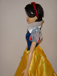 2012 Disney Store Singing Princess Dolls - Snow White Deboxed - Midrange Right Side View | by drj1828