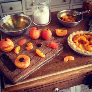 Juicy peaches 1:12 | by It's a miniature life...is playing with clay