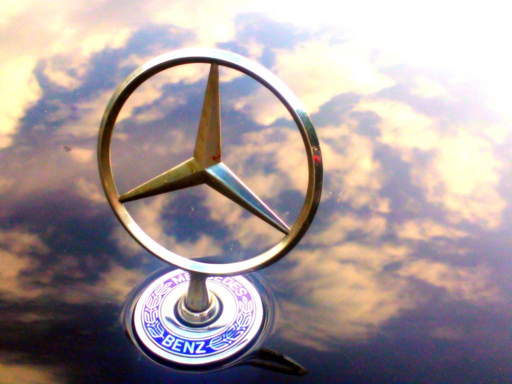 Maybach Symbol >> Mercedes steht für Daimler und Maybach. Benz steht für gew…   Flickr