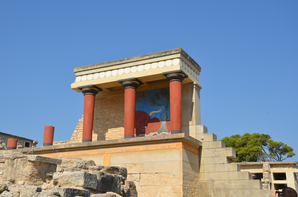 a history of the minoan city of knossos on crete History of minoan crete the famed archaeologist who excavated knossos, named minoan after the legendary king he divided minoan crete into prepalatial.