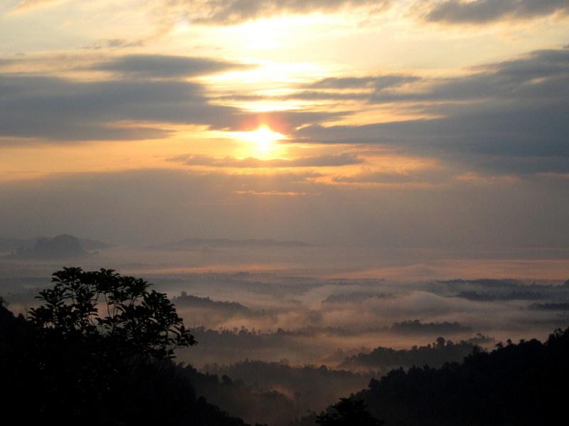 Bukit Panorama, Sungai Lembing - 07 rising sun