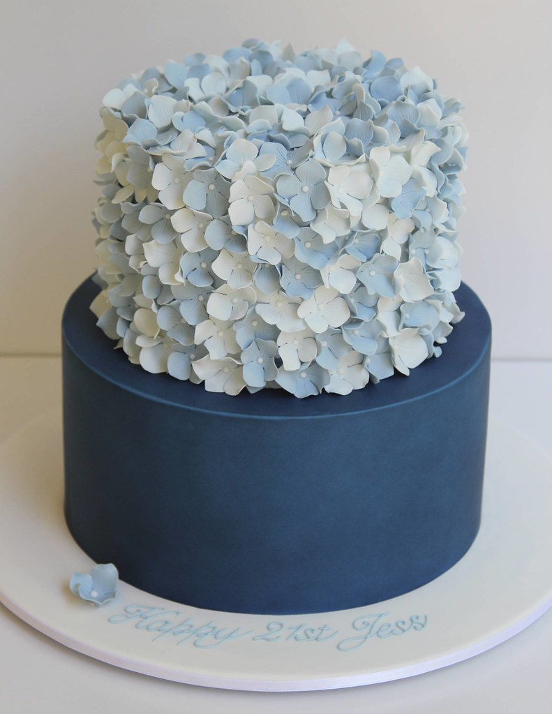 2-tier hydrangea cake Design thanks to Sweet Disposition ...