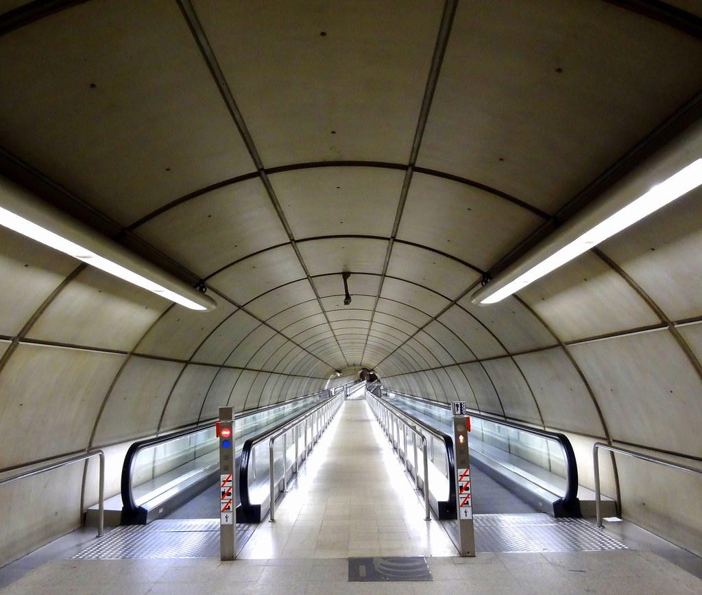 Casco viejo metro bilbao bernard lafond flickr for Oficinas metro bilbao