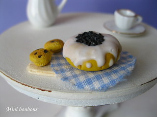 Blueberry butter cream cake with two muffins- dollhouse - 1/12 scale | by Mini bonbons