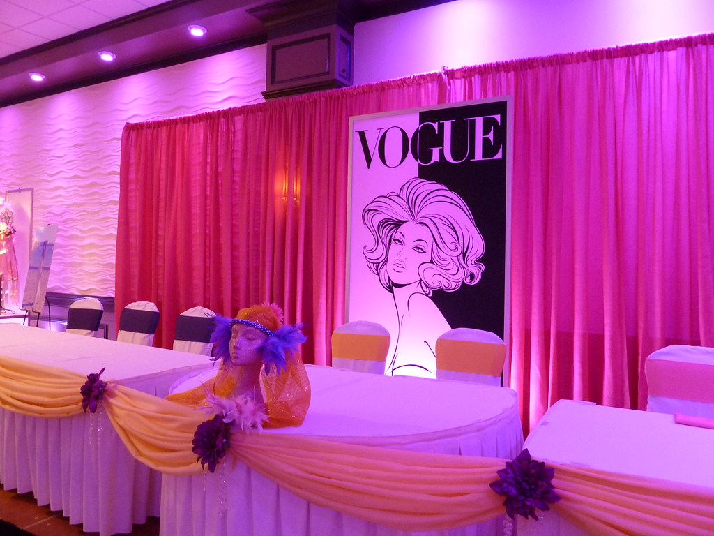 Sweet 16 fashion glamour vogue theme party head table at l for 16 birthday decoration