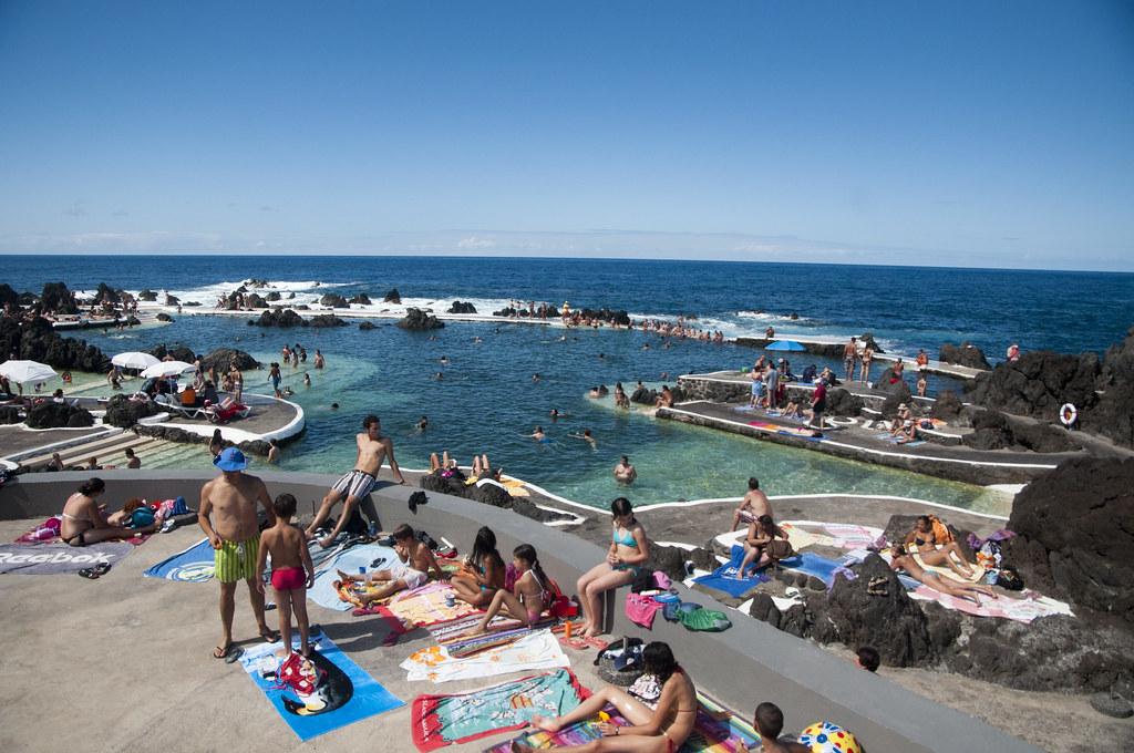 Piscinas naturales en porto moniz jos antonio cartelle for Portugal piscinas naturales