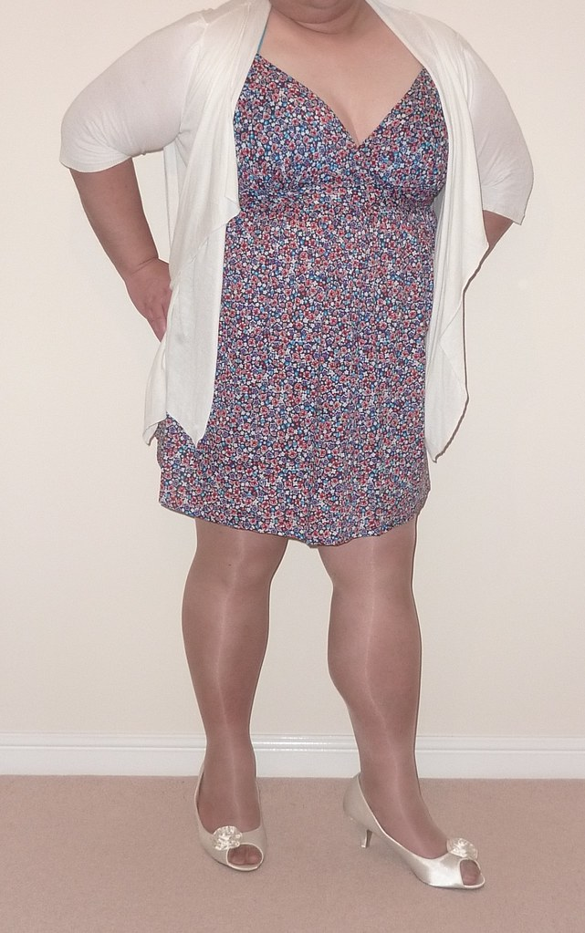 Large Lady In a Short Summer Dress | ptxdview