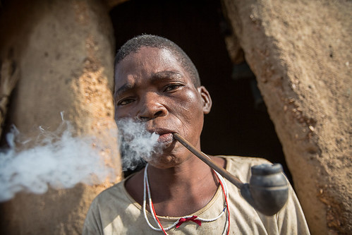 somba or betamaribe portrait of a woman smokes a pipe | by anthony pappone photography
