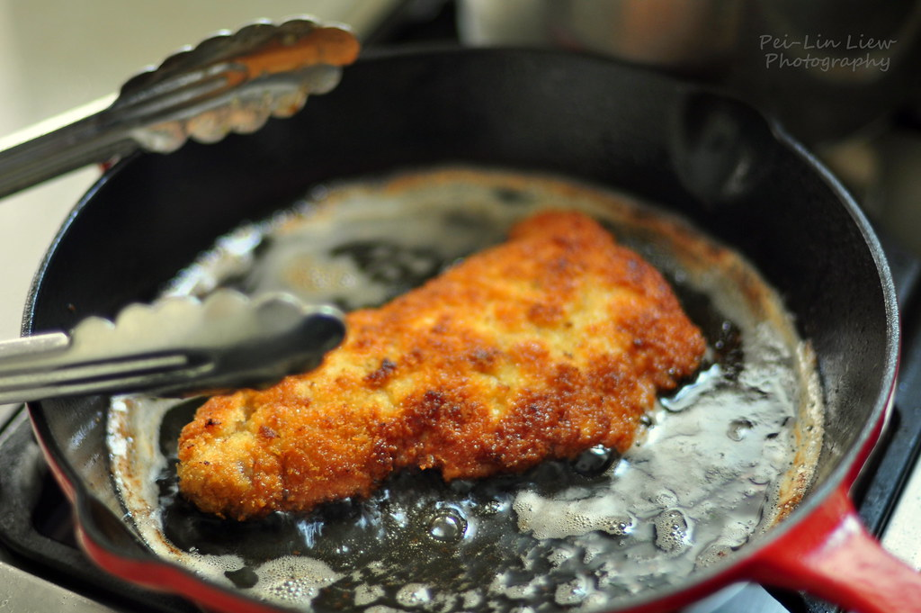 Shallow-Frying Breaded Pork Loin Slice for Tonkatsu (豚カツ ...