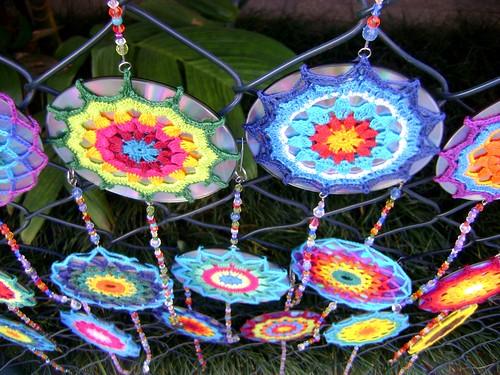 Mandala de crochet em CD reciclado   Flickr - Photo Sharing!