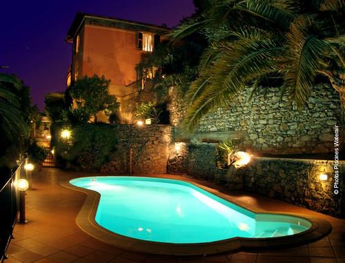 Piscines waterair madeleine paso de nuit piscines for Piscine madeleine
