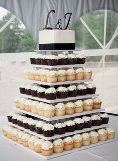 Cupcake Tree with Square Cutting Cake Classic | by Creative Cakes - Tinley Park