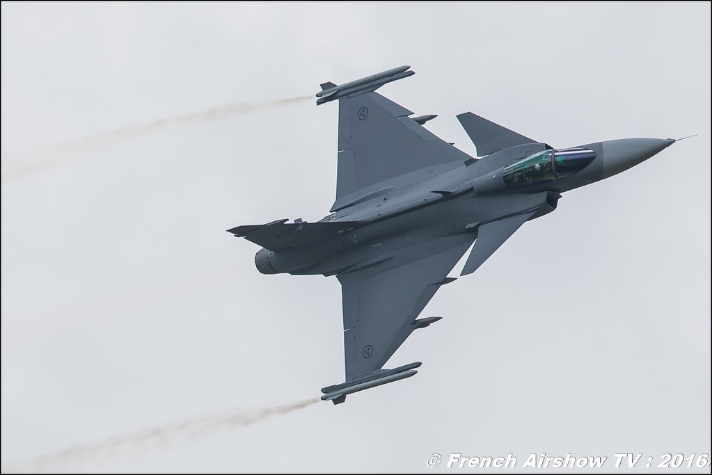 Jas-39 Gripen Solo Display , Swedish SAAB Gripen ,Belgian Air Force Days 2016 , BAF DAYS 2016 , Belgian Defence , Florennes Air Base , Canon lens , airshow 2016