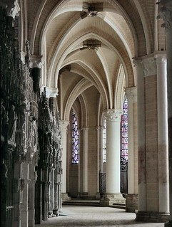 No Ambling in the Ambulatory. The Choir, Notre-Dame Cathedral, Chartres, France | by Rana Pipiens