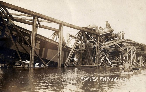 Waverly, Iowa, CGW, Chicago Great Western Railroad, Train Wreck, Bridge, Cedar River | by photolibrarian