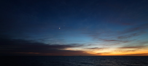 Crescent Moon and Conjunction | by lrargerich