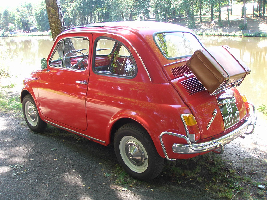 fiat 500 rouge avec valise f te de l 39 andelle forges les flickr. Black Bedroom Furniture Sets. Home Design Ideas