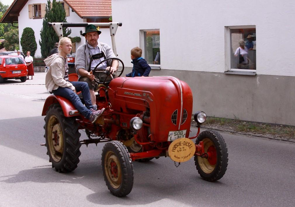 Old porsche tractor alter traktor running in