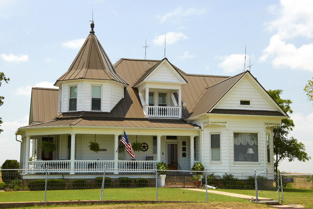 Central texas farm house this is a very common style of for Texas farm houses
