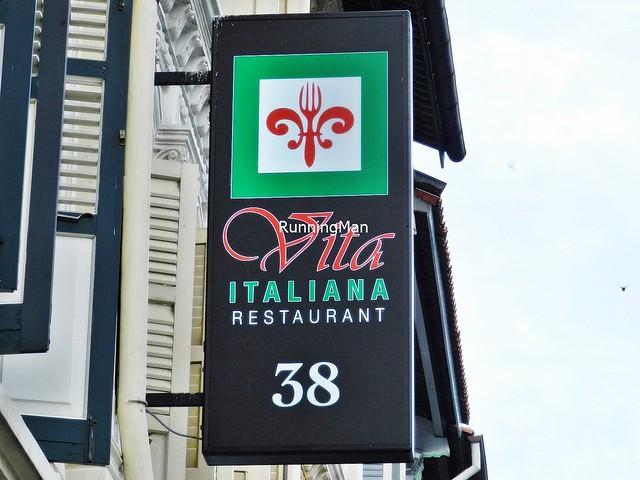 Vita Italiana Signage