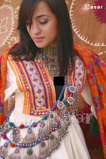 Pashtun woman 39 s traditional dress traditional afghan for Traditional photos