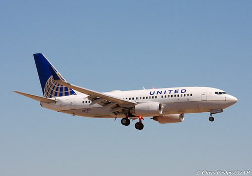 Boeing 737-724 'United' N29717 | by Pasley Aviation Photography