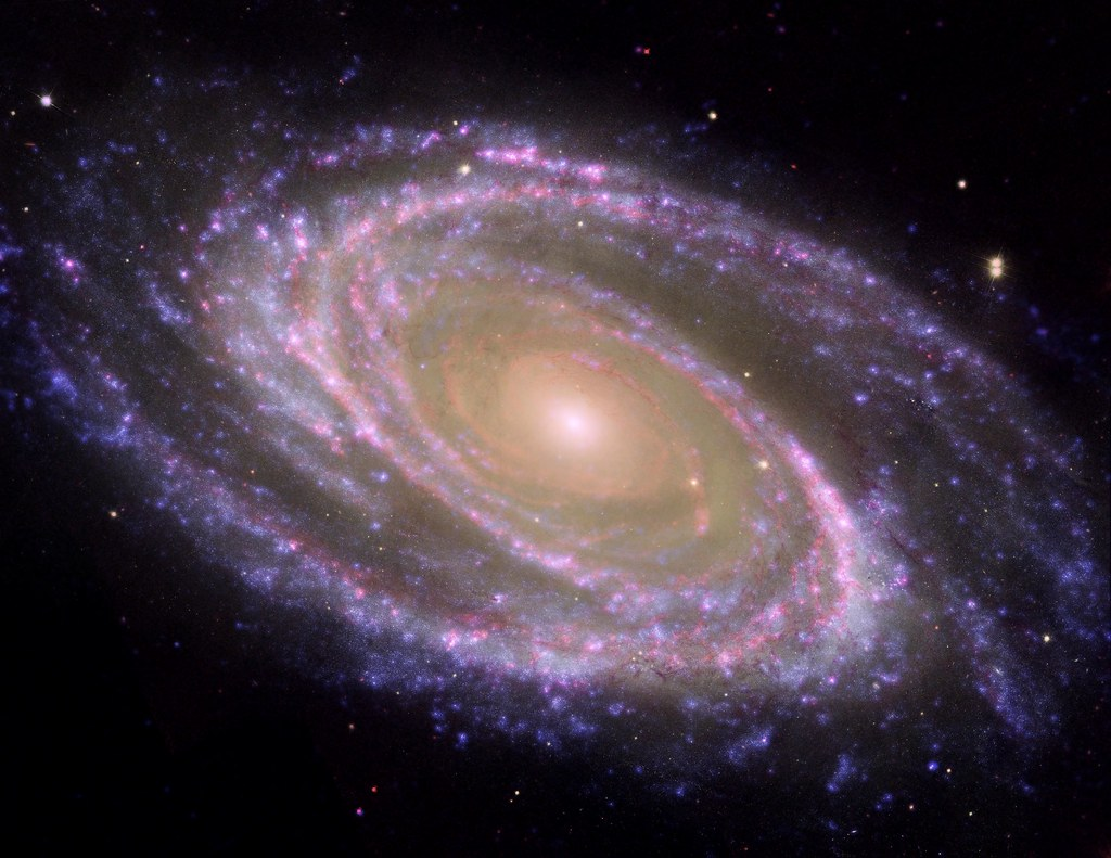 M81 Galaxy is Pretty in Pink | The perfectly picturesque ...