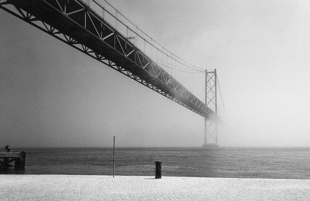 Lisboa, Portugal,  Ponte 25 de Abril sul Tago