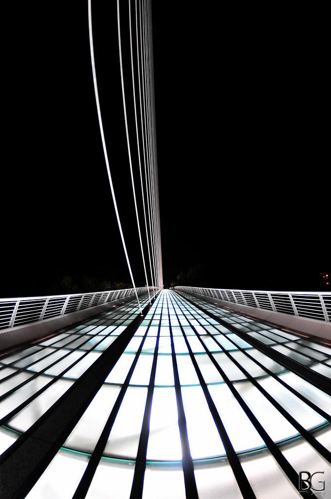 sundial bridge a picture of the sundial bridge at night