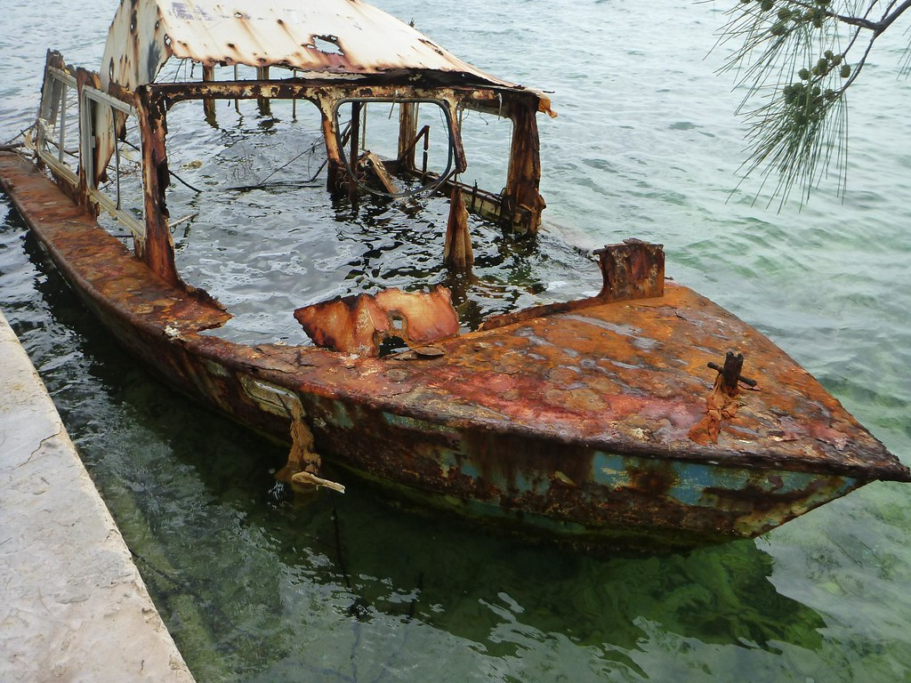 rusty boat made for a cool pic jeff flickr. Black Bedroom Furniture Sets. Home Design Ideas