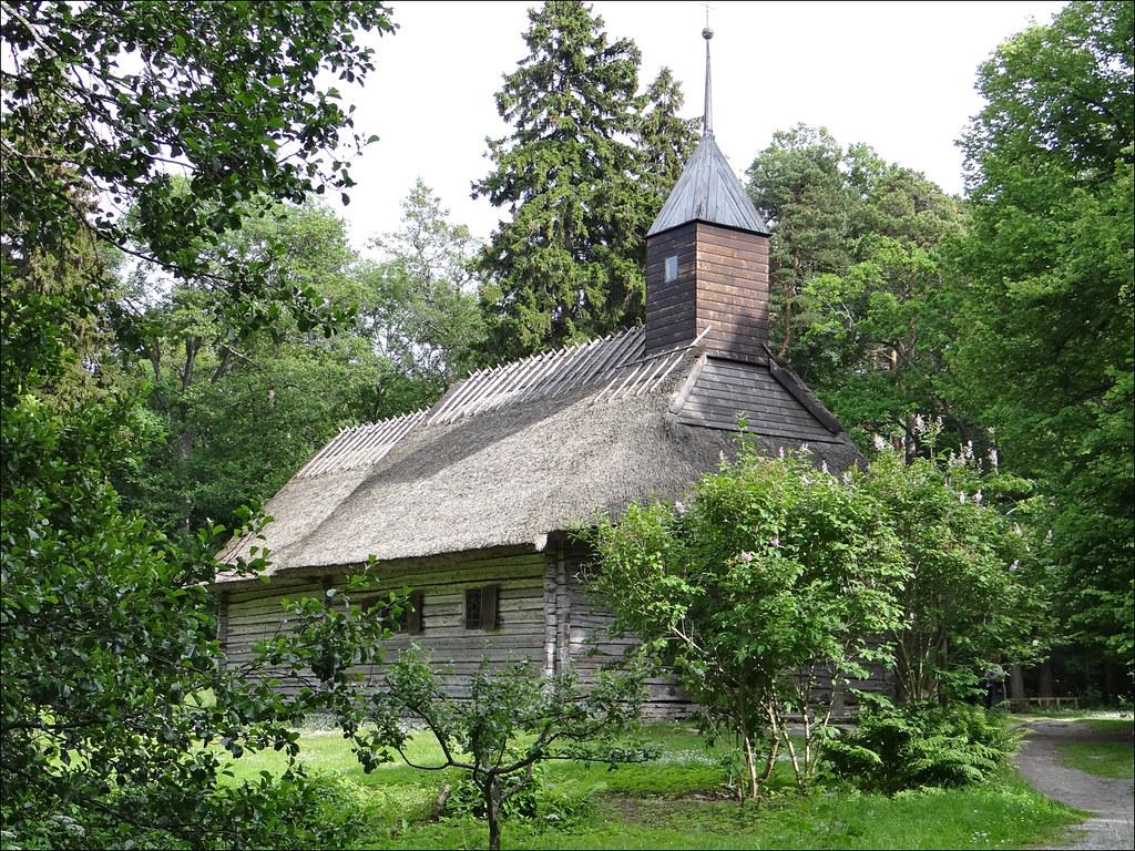 Chapelle en bois de Sutlepa au musée ethnographique en plein air de Tallinn - Photo de Jean-Pierre Dalbéra