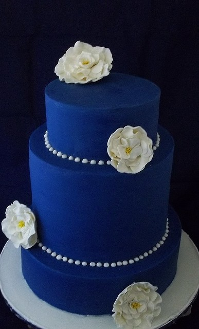 3 tier blue and white wedding cakes blue 3 tier barrel cake roses made well 10214