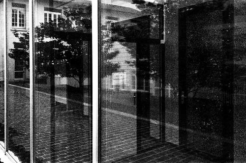 Merci de fermer la porte nicolas loiseau flickr - Image fermer la porte ...