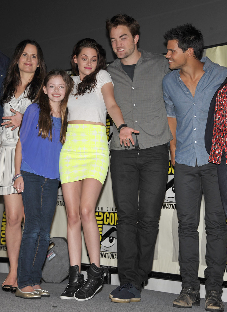 Twilight Saga Breaking Dawn Part 2 Cast At The Breaking Da