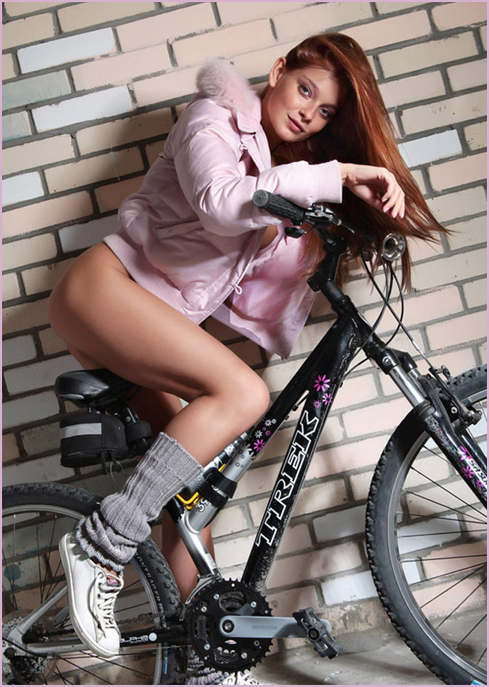 sexy naked girls and motorbikes