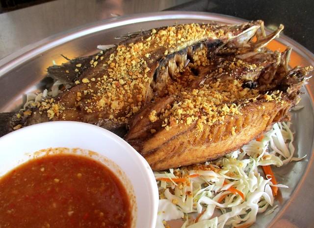 Flavours fried barramundi