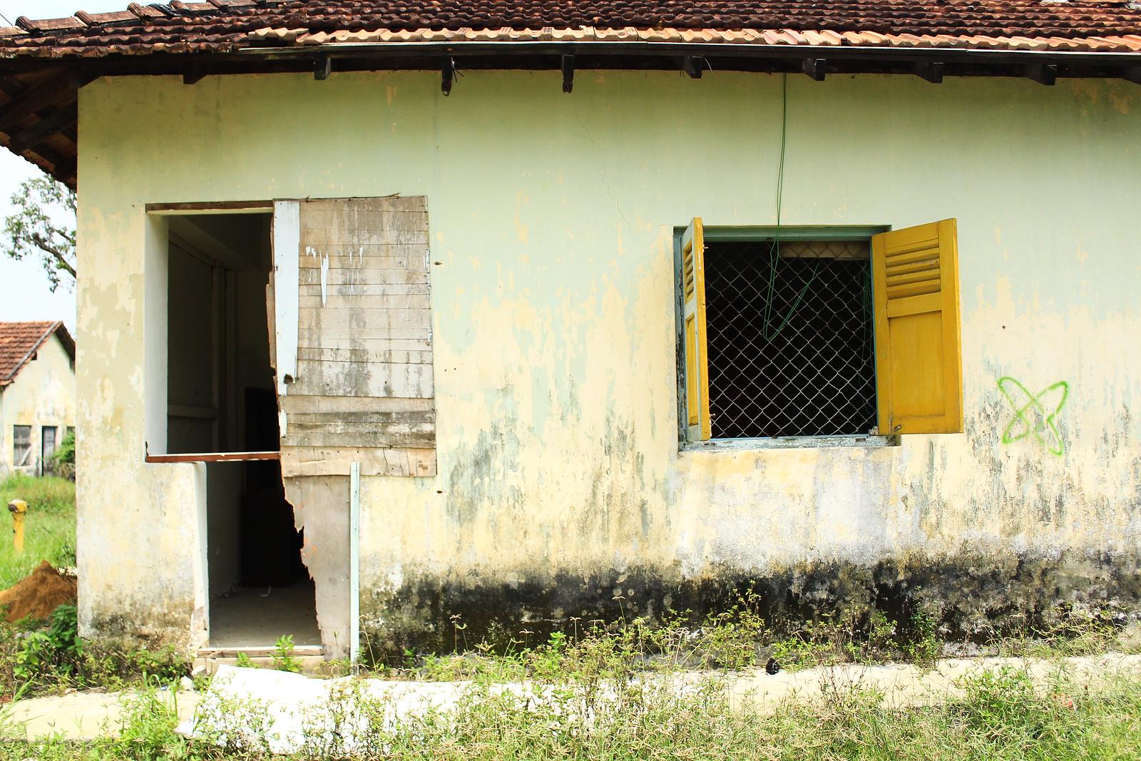 院方以安全之名驅趕外勞,使得院內頓時出現不少空屋,進而引發拆除中院建築的爭議。(攝影:何欣潔)
