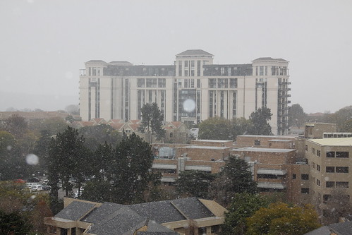 Snowing in Johannesburg. Aug 2012. Nevando em Johanesburgo. Ago/2012 | by EBoechat