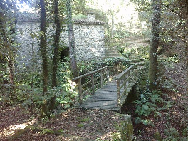 Pasarela y Molino en la ruta de los molinos en Vedra