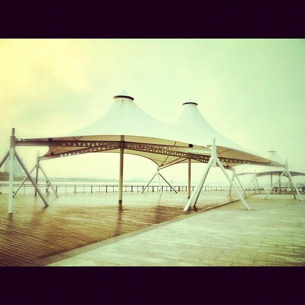 #riverside #umbrella #sky #skyporn #pier #huangpu #river #instarun #morningrun #running #early #photoftheday #picoftheday #parasoleil #pergola #cover #white #longtengave #bingjiang