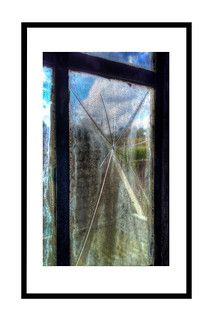 BrokenGlass2_On_30x45White_Plus_Kader | by Pixel Peter