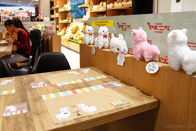 Alpacasso Cafe Table with Toys