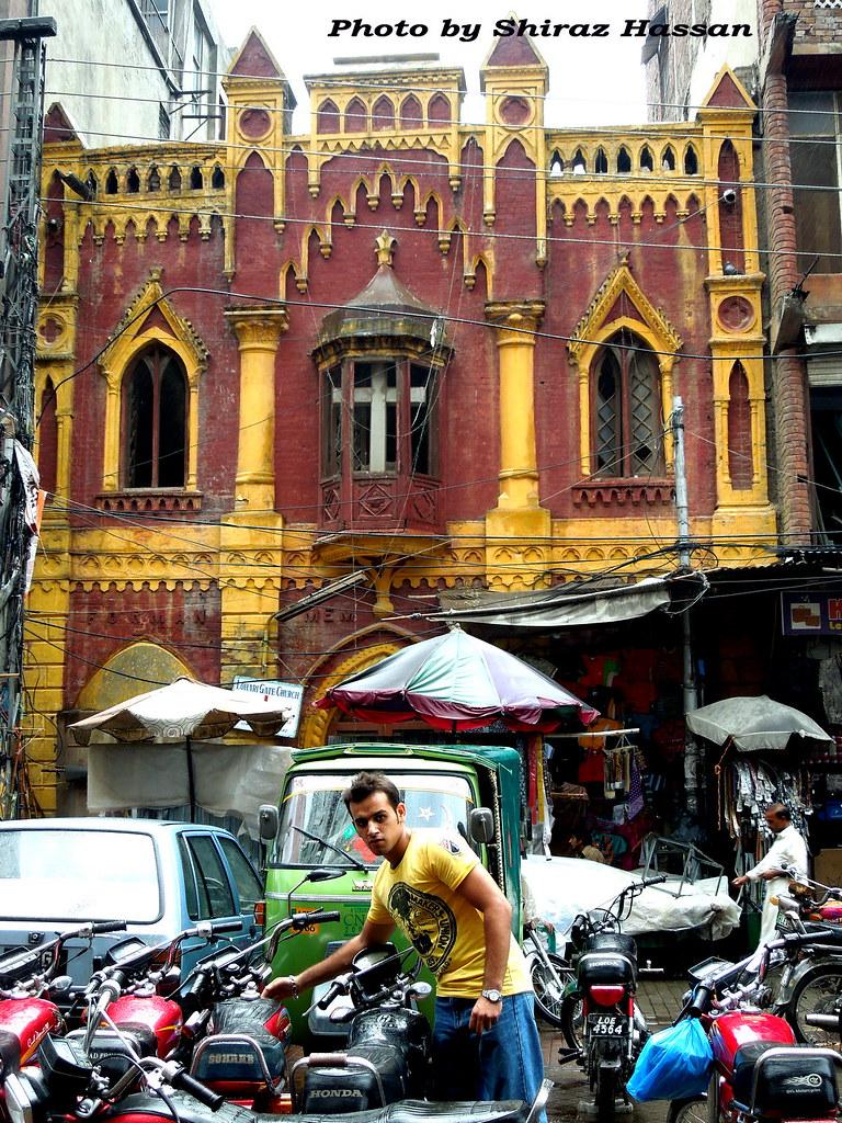 A church in new anarkali bazaar lahore shiraz hassan for Bano bazar anarkali lahore