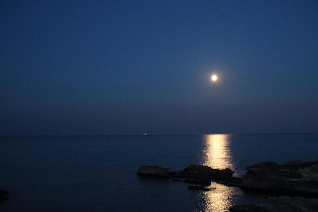 San Foca Riflesso Della Luna Sul Mare Il Riflesso Della Flickr