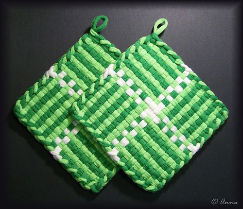 Woven Potholders made from Klutz loops | by Lionhearted_