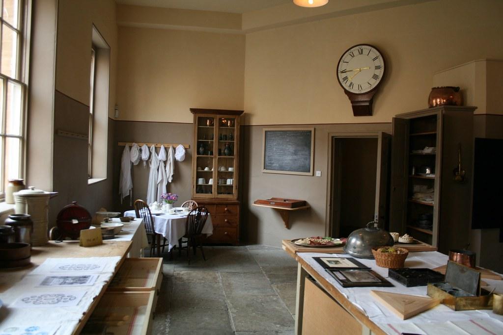 Kitchens With White Appliances Ideas