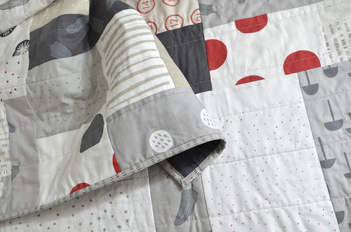 red + blk + white + linen quilt | by leslie.keating