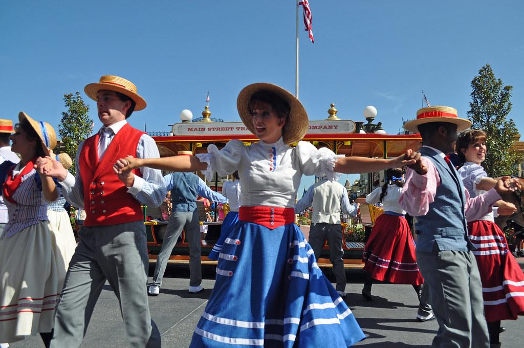 Trolley Dancers Main St Usa Magic Kingdom Wdw