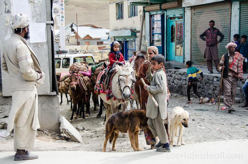 pueblos de Cachemira familia nómada en Drass