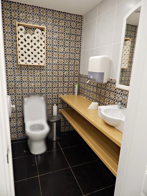 туалетная комната в кулинарной лавке 2Кренделя на Парке Культуры, интерьер и идеи для ремонта в квартире   HoroshoGromko.ru